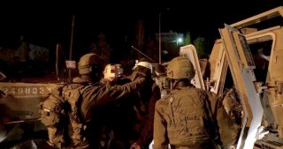 IOF aggrediscono ed arrestano palestinesi durante raid in Cisgiordania