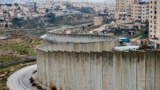 Crepe nel muro di separazione israeliano e la fragilità del potere di Netanyahu