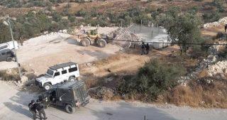 IOF distruggono casa e pozzo d'acqua a Beit Awwa, Cisgiordania