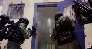 Le forze israeliane assaltano sezione del carcere di Megiddo
