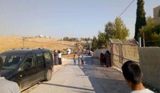 Coloni recintano terre palestinesi sequestrate a est di Betlemme