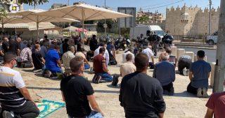 La polizia israeliana proibisce l'accesso a al-Aqsa a centinaia di gerosolimitani