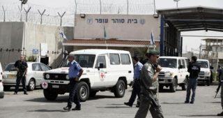 PPS: 26 prigionieri feriti durante raid nelle celle di Ofer