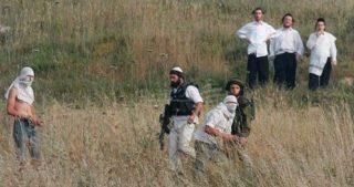 La guardia della colonia di Yitzhar aggredisce contadini palestinesi