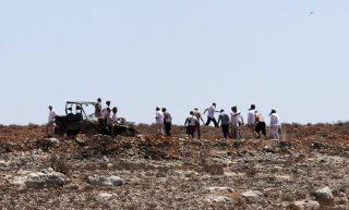 Autoctoni impediscono a coloni israeliani di rubare la terra vicino a Ramallah per creare un avamposto