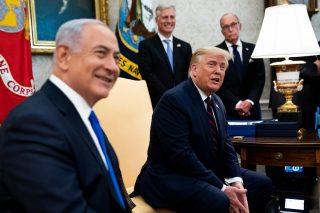 """Trump: """"alba di un nuovo Medio Oriente"""" durante firma accordi EAU, Bahrain e USA"""