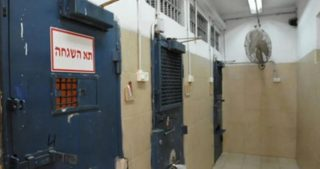 L'IPS trasferisce in isolamento 60 prigionieri in sciopero della fame