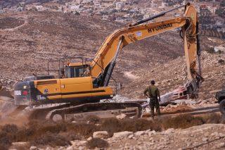 IOF demoliscono case ed altre strutture palestinesi nel sud di Hebron