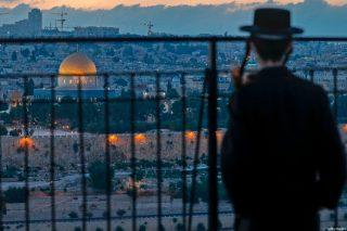 Consiglio delle Fatwa palestinese condanna gruppi pro-normalizzazione che visitano al-Aqsa