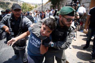 Israele sottopone i bambini palestinesi ad abusi fisici e psicologici