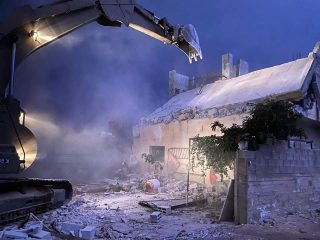 IOF dislocano la famiglia di un prigioniero e ne radono al suolo l'abitazione