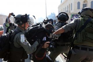 Ad ottobre, 17 violazioni israeliane contro giornalisti palestinesi