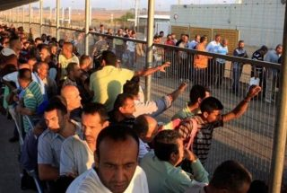 Soldati israeliani aprono il fuoco contro lavoratori palestinesi vicino al Muro dell'Apartheid