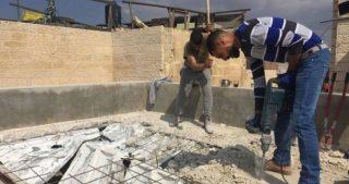 Palestinese costretto a demolire la propria casa a Gerusalemme