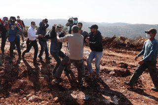 Colono apre il fuoco contro palestinesi