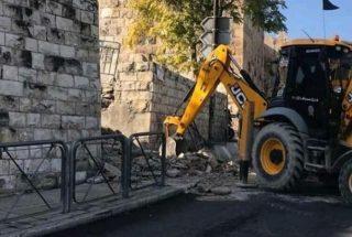 Autorità israeliane demoliscono scalinata storica che portava ad al-Aqsa