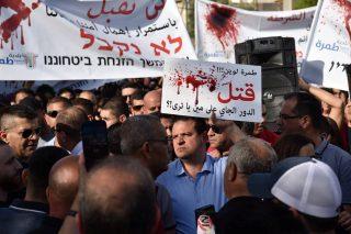 Palestinesi in Israele organizzano manifestazione contro negligenza della polizia israeliana nel difenderli dalla criminalità