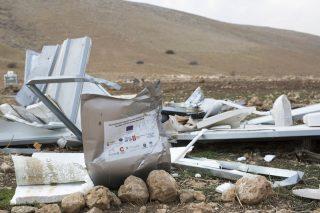 Israele distrugge e ruba 2 milioni di dollari di aiuti dell'UE