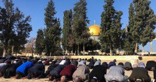 Polizia israeliana impedisce ai fedeli musulmani di raggiungere al-Aqsa