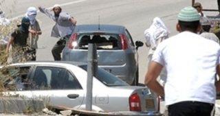 Palestinese ferito da orda di coloni a Nablus