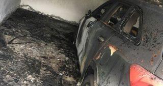 Coloni incendiano due veicoli palestinesi e ne danneggiano un terzo in Cisgiordania