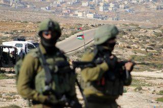 Coloni aggrediscono manifestazione contro la confisca di terre palestinesi a Salfit