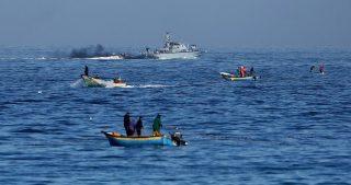 Le IOF attaccano pescatori e agricoltori della Striscia di Gaza