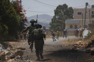 Palestinese colpito alla gamba durante scontri con soldati israeliani nel nord della Cisgiordania