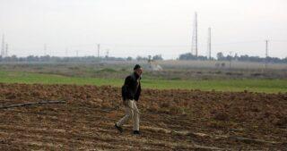 Le IOF attaccano i contadini nel sud della Striscia di Gaza assediata