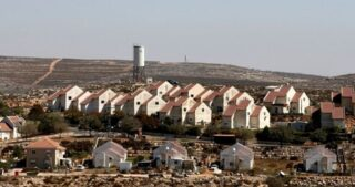 L'IOA occupa e distrugge ampi appezzamenti di terra palestinese ad Abu Dis