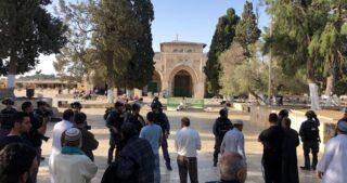 Decine di coloni israeliani invadono al-Aqsa