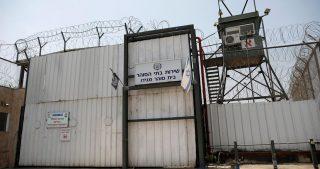 Otto palestinesi tenuti in isolamento da mesi o anni