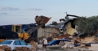 IOF demoliscono strutture residenziali ed agricole nella Valle del Giordano