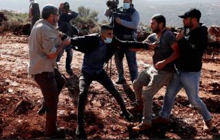 Coloni impediscono documentario della Palestine TV in Cisgiordania