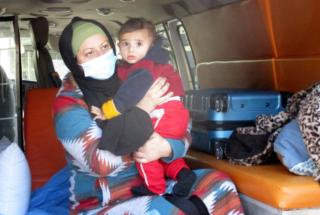 Un neonato e sua madre: un viaggio col cancro di una famiglia palestinese