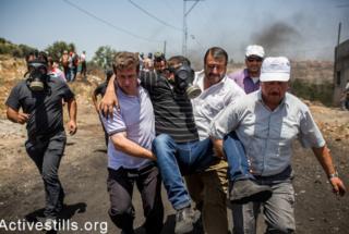 Forze israeliane reprimono manifestazione anti-colonie in Cisgiordania (VIDEO)
