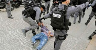 Uomo palestinese arrestato dopo presunto tentativo di investire i soldati