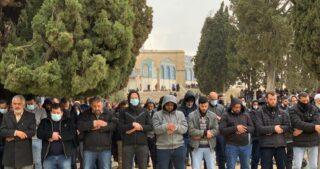 Più di 20 mila fedeli musulmani eseguono preghiera del venerdì ad al-Aqsa