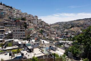 Pulizia etnica a Gerusalemme, il PFC: la demolizione israeliana del sobborgo di Al-Bustan porta allo sfollamento dei Palestinesi