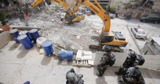 Sette case minacciate di demolizione, una casa smantellata in Cisgiordania