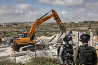 Israele demolisce una casa e un pozzo d'acqua