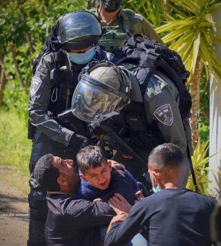 Le IOF aggrediscono e feriscono manifestanti palestinesi nel sud di Nablus