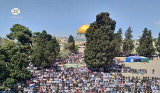 70.000 Palestinesi partecipano al primo venerdì di Ramadan ad al-Aqsa
