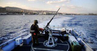 Navi da guerra israeliane attaccano pescatori gazawi