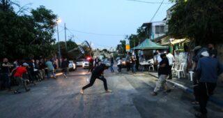 La polizia israeliana e i coloni aggrediscono gli autoctoni di Sheikh Jarrah