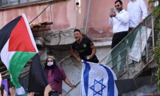 """Tribunale israeliano concede a famiglie palestinesi fino a giovedì per """"accordo"""" con coloni"""