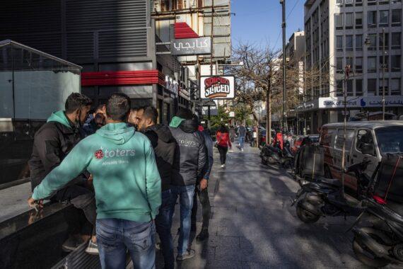"""""""Come schiavi"""": i rider libanesi lottano contro la crisi in aumento"""