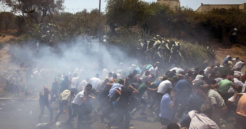 La polizia israeliana reprime violentemente la protesta palestinese a Gerusalemme