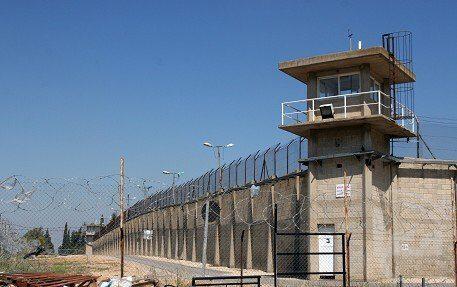 13 arresti in Cisgiordania, tra cui un malato di cancro ed un bambino di 10 anni