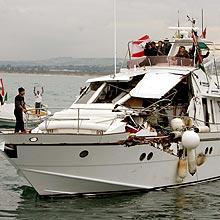 La nave 'Dignity' del Free Gaza presa a cannonate da Israele e costretta a far rotta verso il Libano.